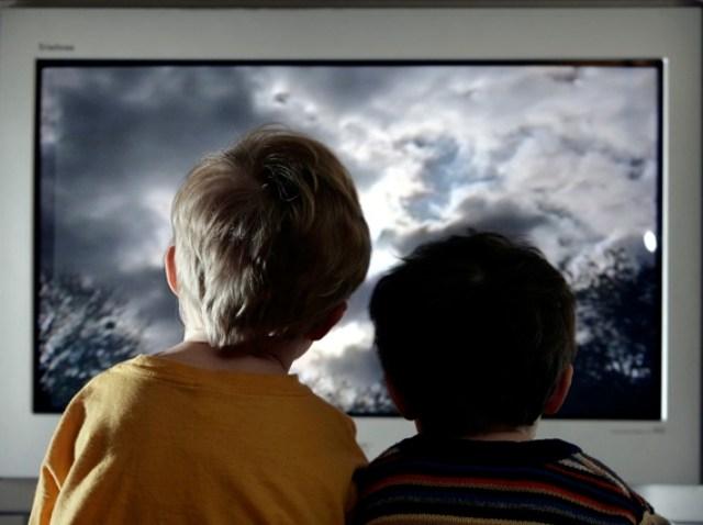 082609 kids watching tv p1