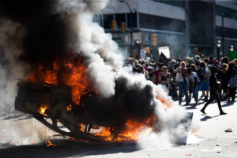 PHOTOS: Looting, Violence Erupt After Peaceful Protest in Philadelphia