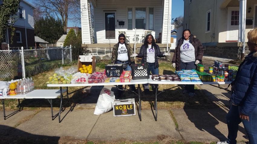 Outdoor volunteer food pantry