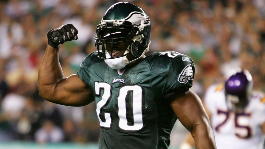 Brian Dawkins flexes his muscle