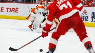 Philadelphia Flyers goalie Brian Elliott guards the net