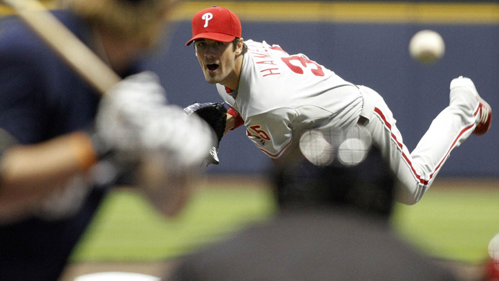 Cole Hamels Throws to Brewers