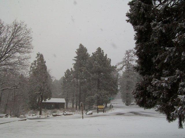 [UGCPHI-CJ-weather]Snow in West Gove PA