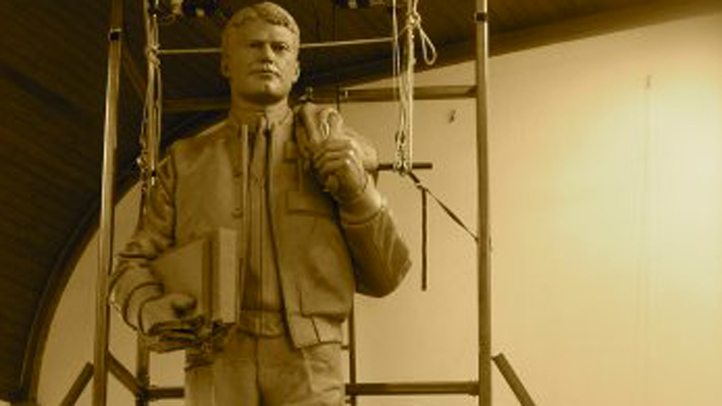 PHI kalas memorial statue