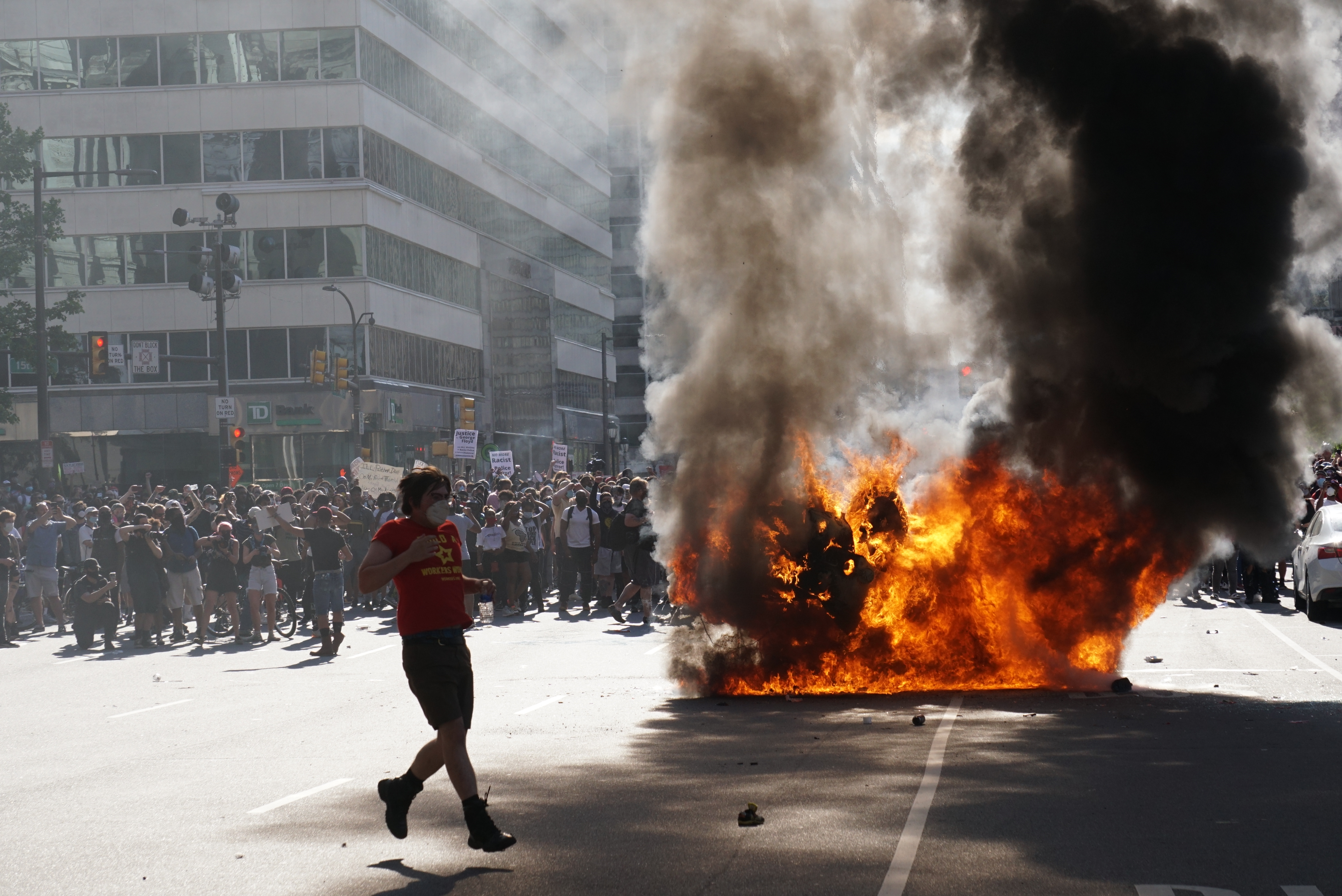 PHOTOS: Looting, Violence Erupt After Peaceful Protest in ...