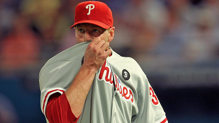 Roy Halladay Wipes Face