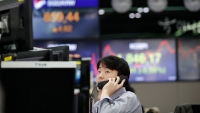 Asian Shares Extend Rally; S&P 500 Within 1% of Record