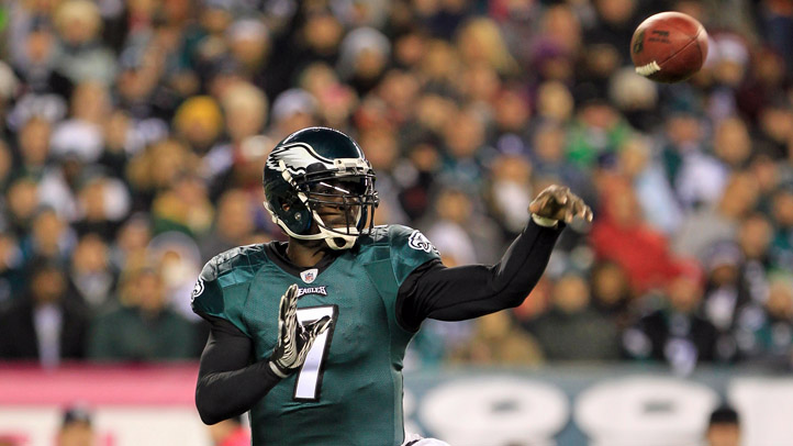 Michael Vick Throws Spiral