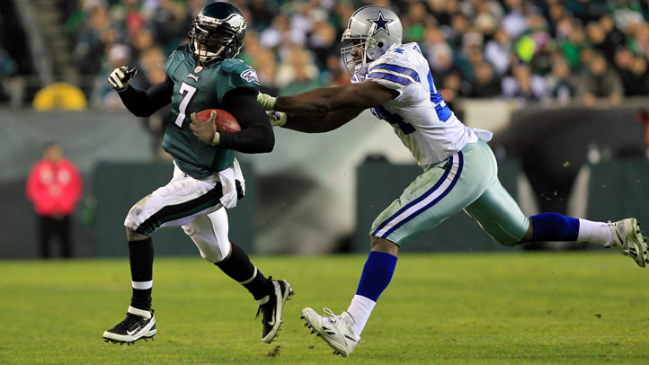Michael Vick gets Away From DeMarcus Ware