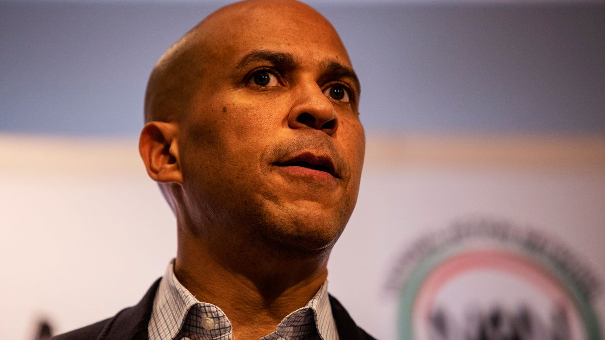 Cory Booker,Booker ingnites audience at Sharpton event in Atlanta