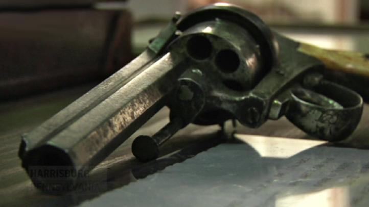 edt-gun-auction old revolver