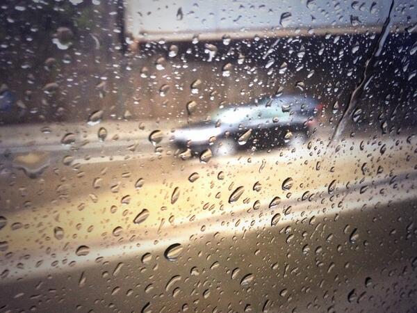 [UGCPHI-CJ]Flooding on 76 EB getting towards Center City...heavy buildup going back @NBCPhiladelphia http://t.