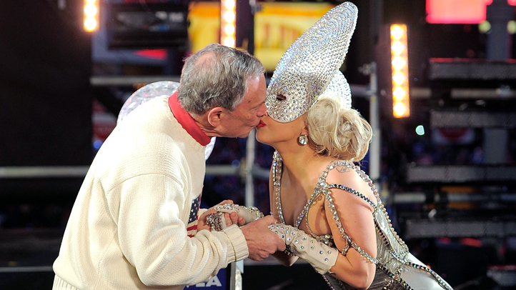 Gaga/Bloomberg Kiss