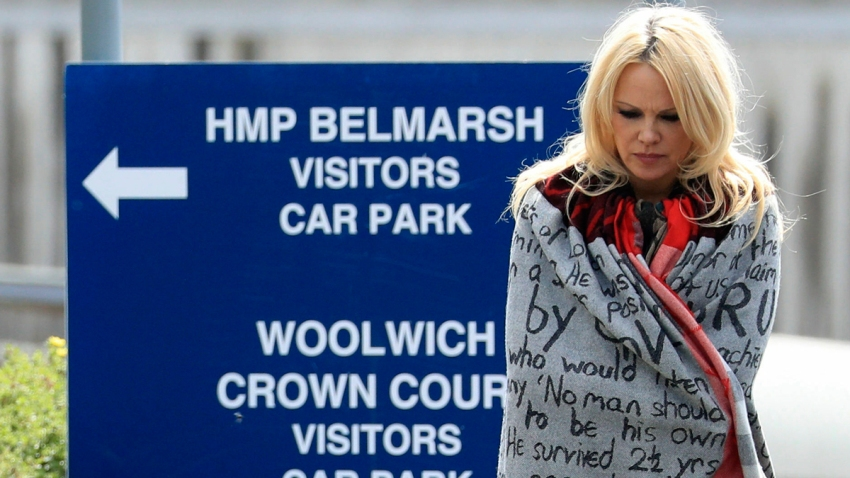 Pamela Anderson Visits Assange in London