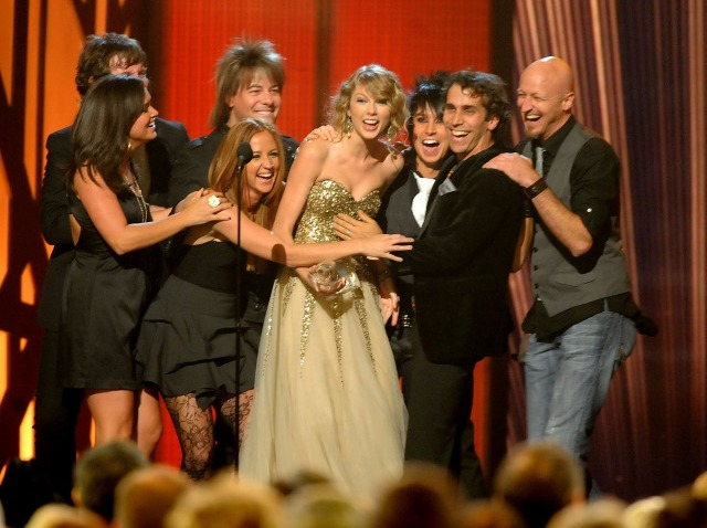 taylor swift big win cma photo-640