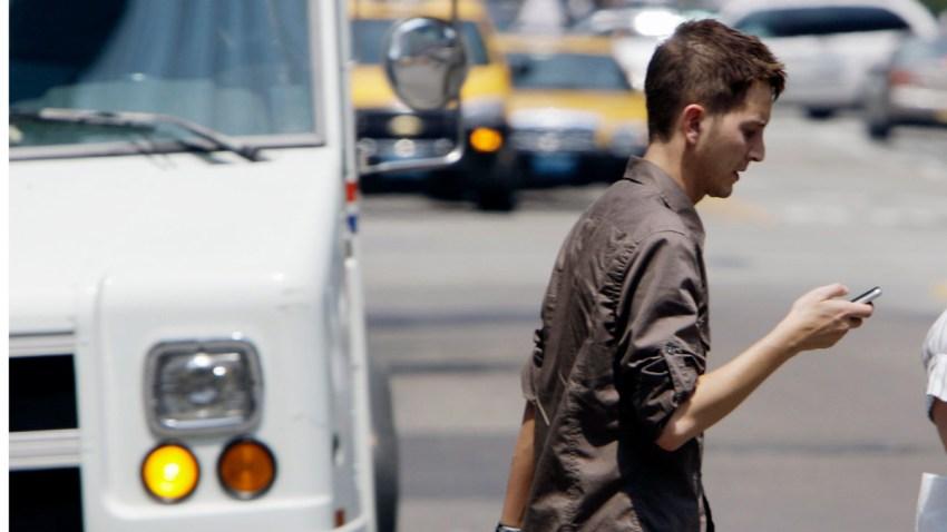 texting and walking feuerherd