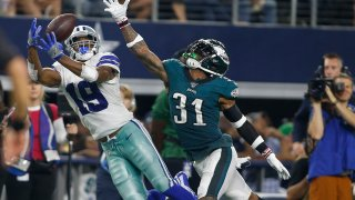 allas Cowboys wide receiver Amari Cooper (19) catches a pass against Philadelphia Eagles cornerback Jalen Mills (31) in the fourth quarter at AT&T Stadium.