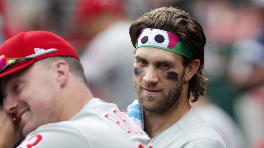 [CSNPhilly] Flyers take a page from Phillie Phanatic for a stylish Gritty headband