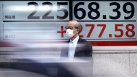 World Stocks Edge Higher as US Aid Talks Remain in Focus