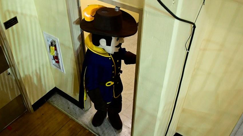 La Salle Explorers mascot