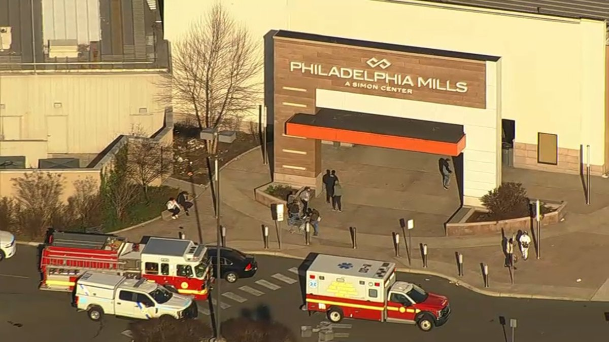 Man Fatally Shot at Crowded Philadelphia Mall Food Court