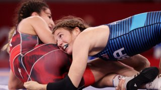 Sarah Hildebrandt of Team USA keeps her head on top of the waist of Evin Demirhan of Turkey in the 1/8 final