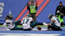 Eagles Clinch 1st Round Bye in 34 to 29 Win Over Giants