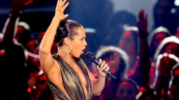 "Alicia Keys Is A ""Girl On Fire"""