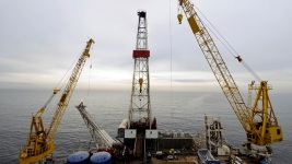 Trump Signs Order Aimed at Opening Arctic Drilling