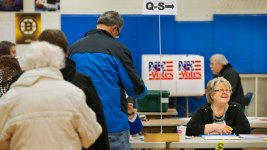 NH Voters Take to Polls in 1st-in-Nation Primary