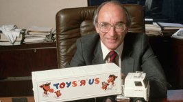 Toys R Us Founder Dies as Company Faces Liquidation