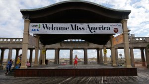There They Are: Miss America Contestants Arrive in AC