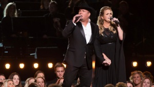 Garth Brooks, Miranda Lambert, Luke Bryan to Perform at CMAs
