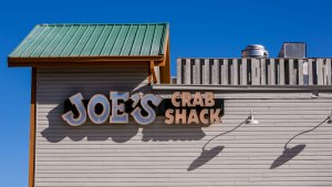 Joe's Crab Shack Restaurants Test No-Tipping Model