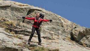 Kate Winslet Recreates Famous 'Titanic' Moment