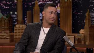 'Tonight': Stanton Doesn't Know How to Eat a Kit Kat
