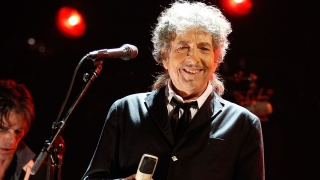 Lucky Fan Gets Private Bob Dylan Concert in Iconic Philadelphia Venue
