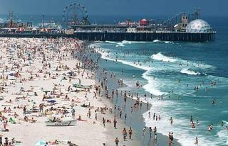 Christie to Discuss Goals for Cleaner Beaches