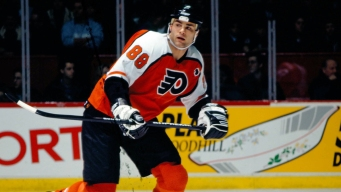 Flyers' Eric Lindros to be Inducted Into Hall Of Fame