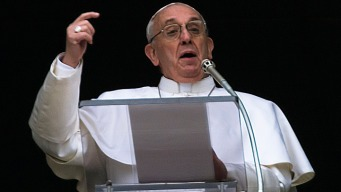 Pope Makes Surprise Appearance, Off-the-Cuff Address