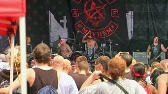 Thousands Show at Mayhem Festival in Dangerous Heat