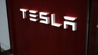 Cops Stop Sleeping Tesla Driver Using Autopilot