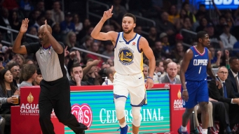 Curry Explodes for 45 Points in 3 Quarters