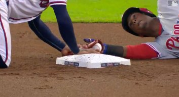 Braves Second Baseman Attempts Hilarious Illegal Play on Jean Segura