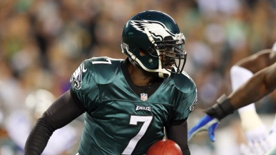 Vick Leaves Game, Foles Takes Over