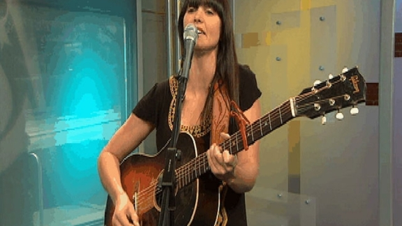 Jill Andrews Performs