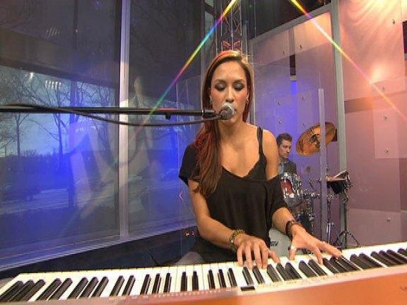 Michele Karmin Performs