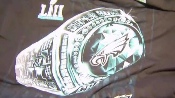 timeless design 60572 3b895 Eagles Fans Rush to Get Super Bowl Merch