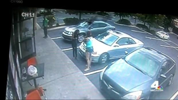 [LA] Caught on Camera: Monkey Bites Woman at Pizzeria