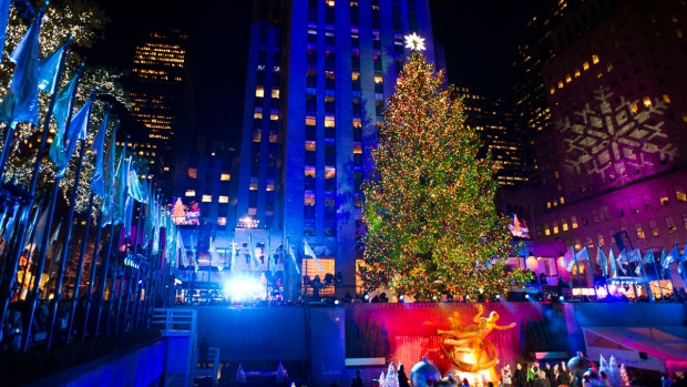 [NY] Crowds Gather for Lighting of Rockefeller Center Christmas Tree